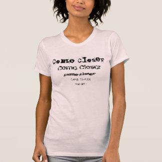 より近く来て下さい Tシャツ