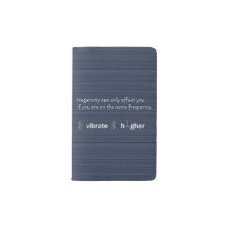 より高い振動前向きなエネルギー素晴らしい感情の青 ポケットMoleskineノートブック
