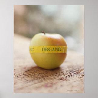 りんごのオーガニックなステッカー ポスター