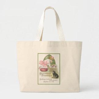 りんごの黒猫のために振れている女の子 ラージトートバッグ