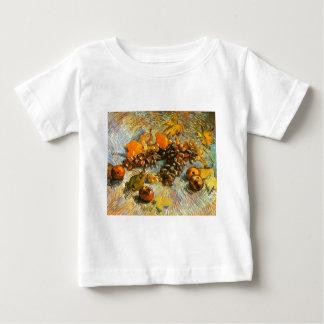 りんご、ナシ、ブドウ-ゴッホが付いている静物画 ベビーTシャツ