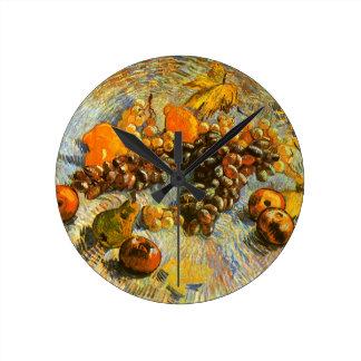 りんご、ナシ、ブドウ-ゴッホが付いている静物画 ラウンド壁時計