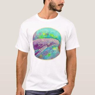 ろうけつ染めのザトウクジラの芸術 Tシャツ