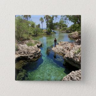 わに穴、黒い川の町、ジャマイカ 5.1CM 正方形バッジ