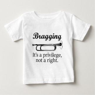  を自慢してそれは特権権利ではなくです ベビーTシャツ