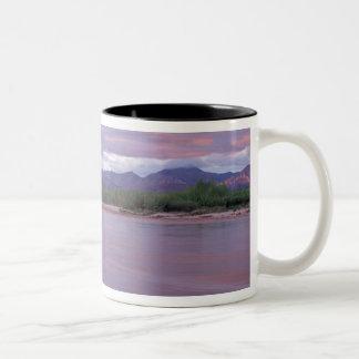 を離れたマッケンジー川上の白夜、 ツートーンマグカップ
