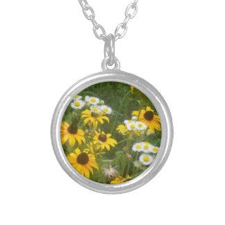 アイオワの草原によっては-シダのサバンナによって…ネックレスが開花します シルバープレートネックレス