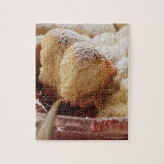 アイシング砂糖が付いている甘いロール(Buchteln) ジグソーパズル