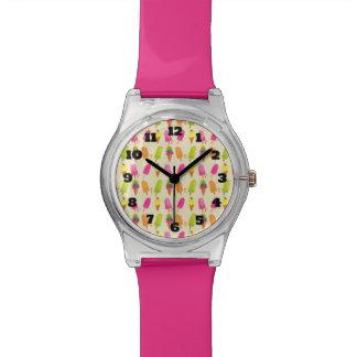 アイスキャンデーおよびアイスクリームのカラフルな夏パターン 腕時計