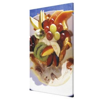 アイスクリームが付いているフルーツサラダ キャンバスプリント
