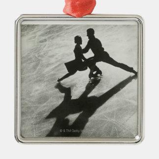 アイススケートのカップル メタルオーナメント