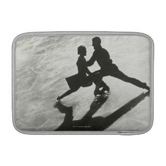 アイススケートのカップル MacBook スリーブ
