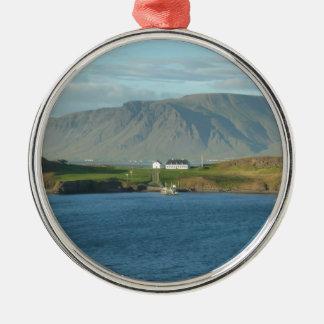アイスランドの自然の景色 メタルオーナメント