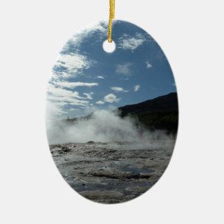アイスランドの高温多湿のgeysirの間欠泉 セラミックオーナメント