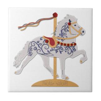 アイスランド人ばら色スクロール回転木馬の馬 タイル