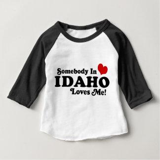 アイダホの誰かは私を愛します ベビーTシャツ