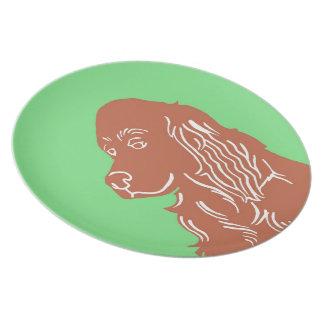 アイリッシュセッターの緑およびブラウンのプレート プレート