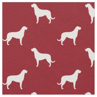 アイリッシュ・ウルフハウンドはパターン赤のシルエットを描きます ファブリック