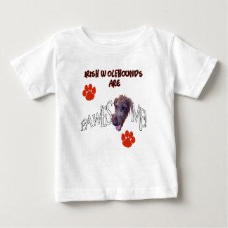 アイリッシュ・ウルフハウンドは素晴らしいPawesomeです ベビーTシャツ