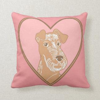 アイリッシュ・テリアのピンクのハートの枕 クッション