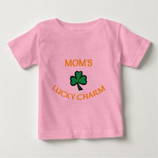 アイルランドのお母さんの幸運なチャーム ベビーTシャツ