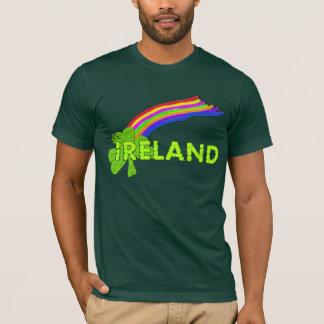 アイルランドのシャムロックおよび虹Stは日のワイシャツを軽く打ちます Tシャツ