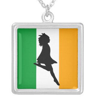 アイルランドのステップ踊り シルバープレートネックレス