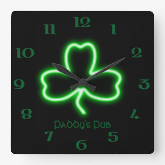 アイルランドのテーマのシャムロックの名前入りなパブのネオンサイン スクエア壁時計