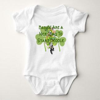 アイルランドのベビーの天恵のTシャツ- ベビーボディスーツ