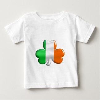 アイルランドの旗のクローバーのTシャツ ベビーTシャツ
