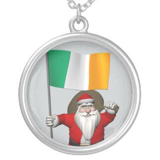 アイルランドの旗を持つすてきな聖者ニコラス シルバープレートネックレス