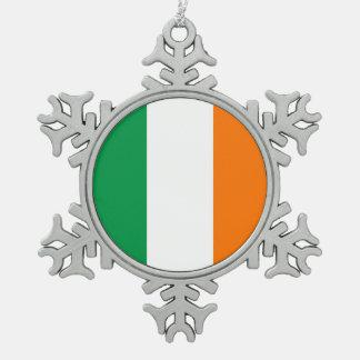 アイルランドの旗を持つ雪片のオーナメント スノーフレークピューターオーナメント