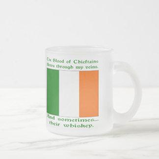 アイルランドの血およびウィスキー フロストグラスマグカップ