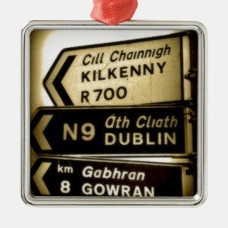 アイルランドの路傍のシンボルや象徴 メタルオーナメント