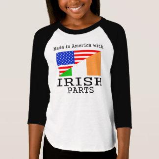 アイルランドの部品が付いているアメリカで作られる Tシャツ