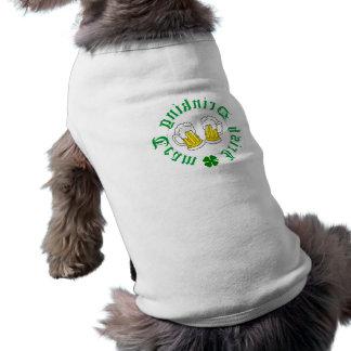 アイルランドの飲むチーム後方に小犬のTシャツ ペット服