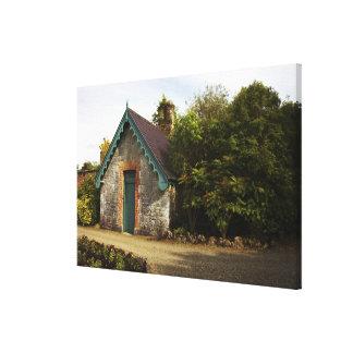 アイルランドのDromolandの城によって囲まれる庭 キャンバスプリント