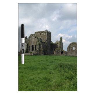 アイルランドHoreの大修道院のアイルランド語はCashelの石を台無しにします ホワイトボード