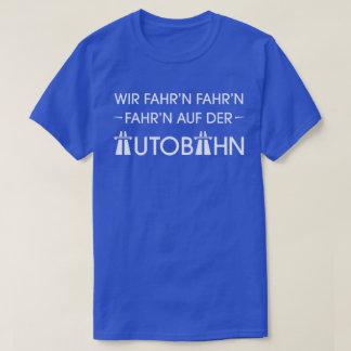 アウトバーンのドイツの高速道路のカッコいいのレトロのスローガンのTシャツ Tシャツ