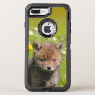 アカギツネのカブスのかわいい野生のベビーの動物の写真-保護して下さい オッターボックスディフェンダーiPhone 8 PLUS/7 PLUSケース
