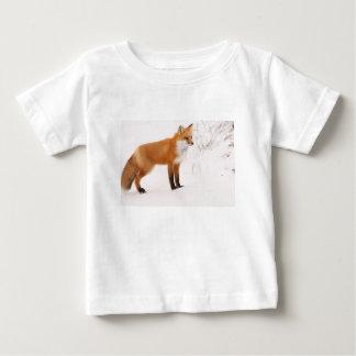 アカギツネの自然の野性生物 ベビーTシャツ