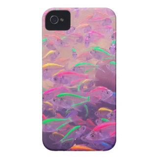 アクアリウムのネオン魚 Case-Mate iPhone 4 ケース