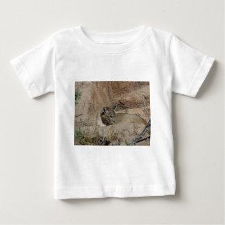 アクリルのスタイルのクーガーの写真 ベビーTシャツ