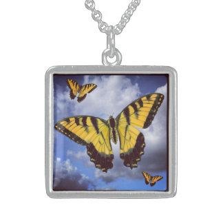アゲハチョウのネックレスの飛行 スターリングシルバーネックレス