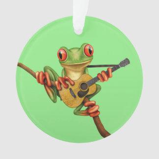 アコースティックギターの緑を遊んでいるかわいいアマガエル オーナメント