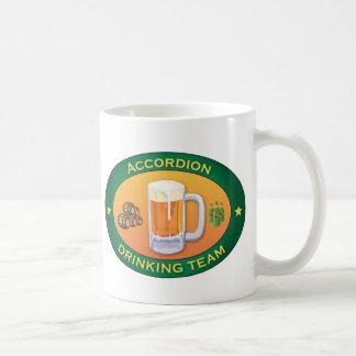 アコーディオンの飲むチーム コーヒーマグカップ