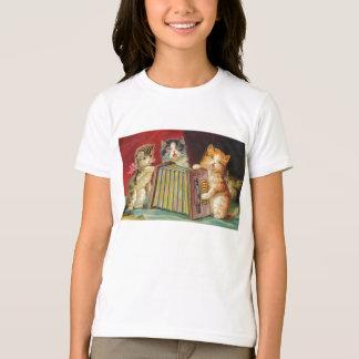 アコーディオンのTシャツを遊んでいる猫 Tシャツ