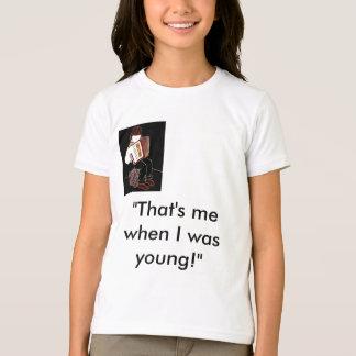 アコーディオンを持つ子供 Tシャツ