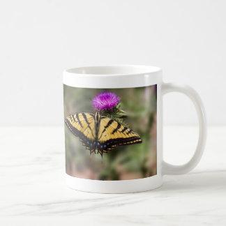 アザミのコーヒー・マグのトラのアゲハチョウ コーヒーマグカップ