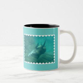 アシカの水のマグ ツートーンマグカップ